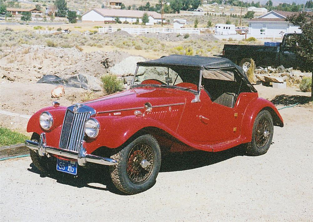 1955 MG TF CONVERTIBLE - Front 3/4 - 20102