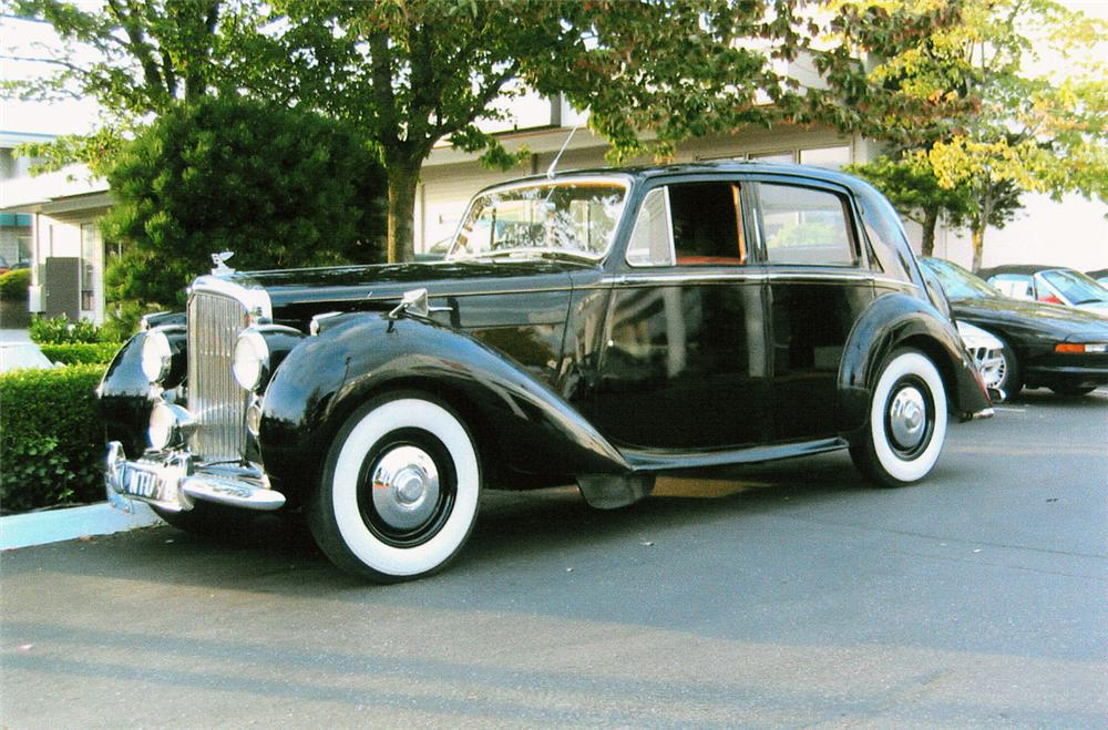 1951 BENTLEY MARK VI SALOON - Front 3/4 - 20202