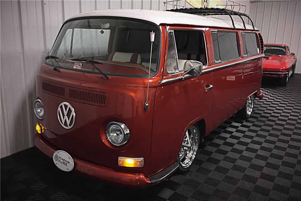 1968 VOLKSWAGEN BAY-WINDOW CUSTOM BUS - 202402