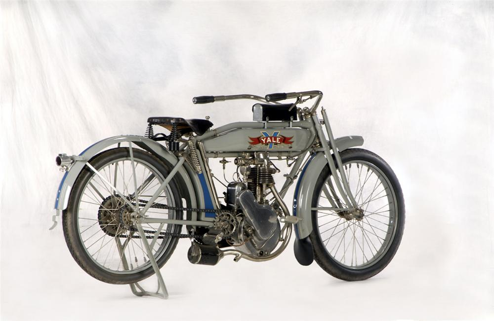 1913 YALE MOTORCYCLE - Rear 3/4 - 20265