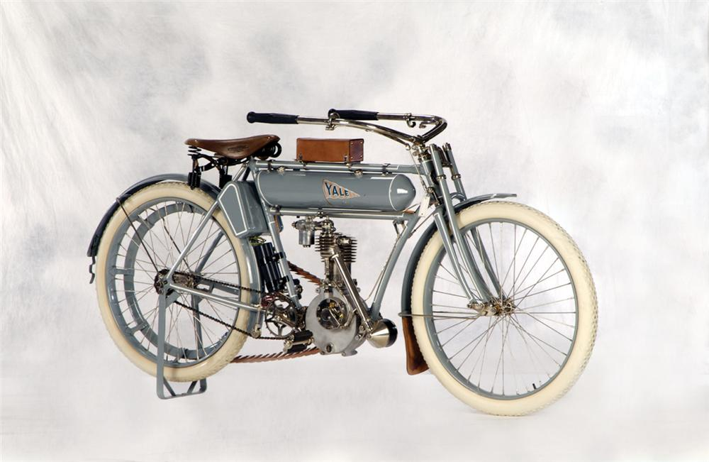 1910 YALE MOTORCYCLE - Front 3/4 - 20271