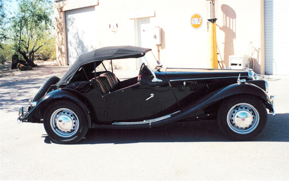 1954 MG TF ROADSTER - Side Profile - 20296