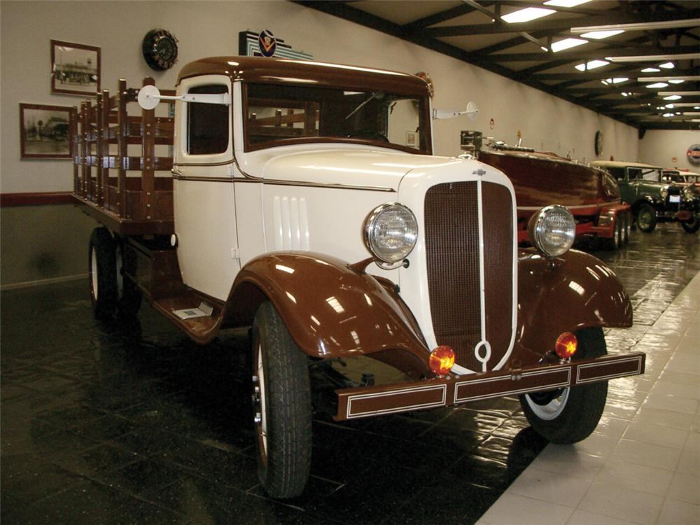 1934 CHEVROLET 1 1/2 TON STAKE TRUCK - Front 3/4 - 20307