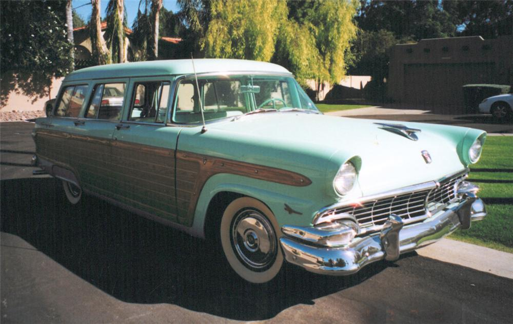 1956 FORD COUNTRY SQUIRE STATION WAGON - Front 3/4 - 20339