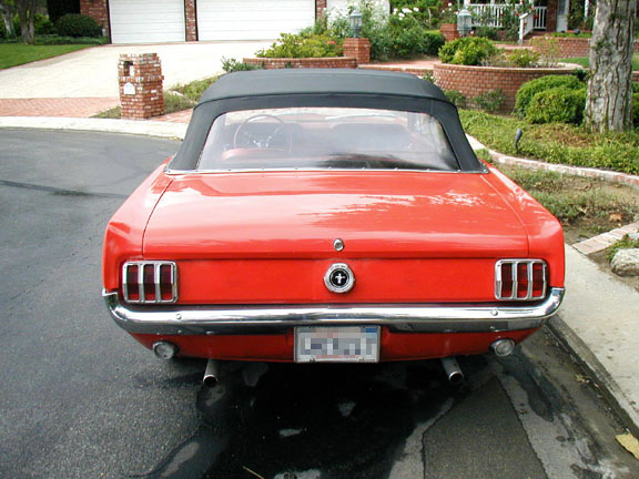 1965 FORD MUSTANG CONVERTIBLE - Rear 3/4 - 20352