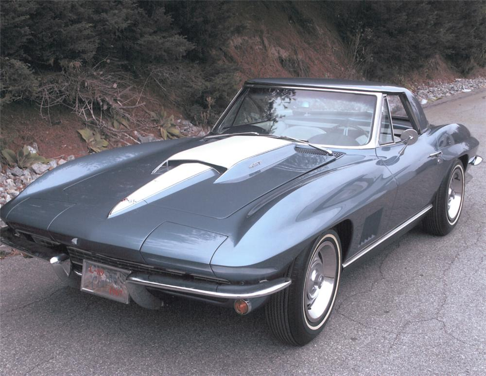 1967 CHEVROLET CORVETTE 427/435 CONVERTIBLE - Front 3/4 - 20371