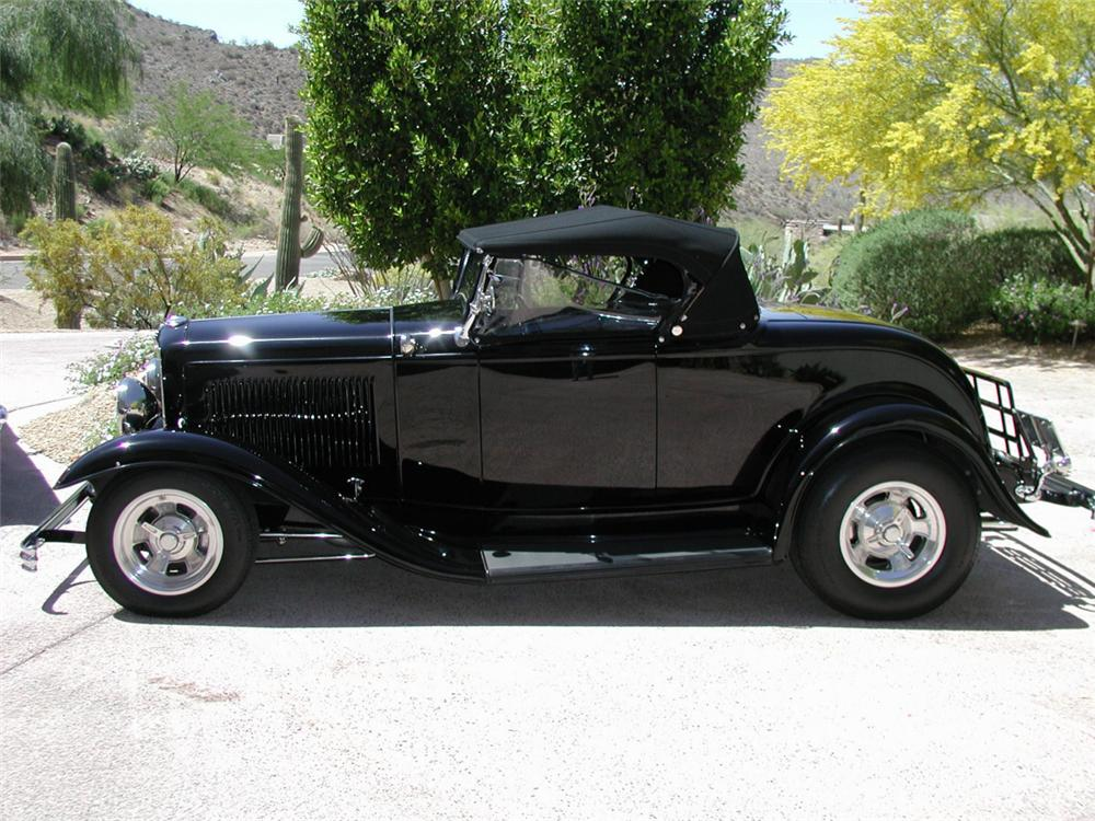 1932 FORD ROADSTER STREET ROD - Front 3/4 - 20373