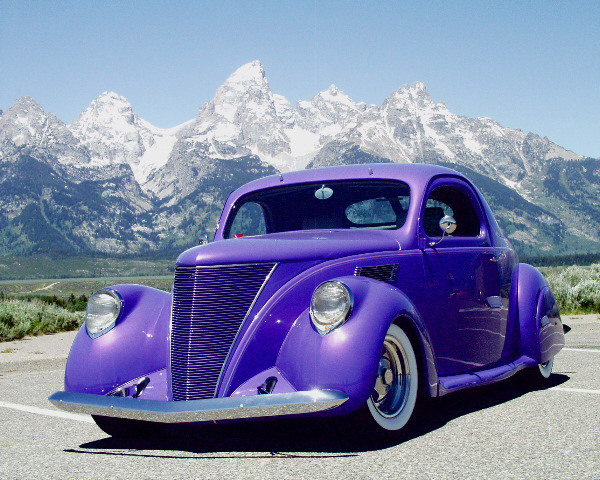 1937 LINCOLN ZEPHYR COUPE - Front 3/4 - 20455