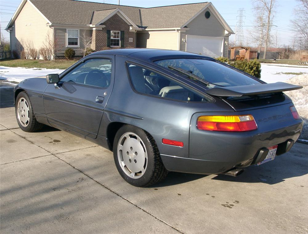 1987 PORSCHE 928 2 DOOR COUPE - Front 3/4 - 20574