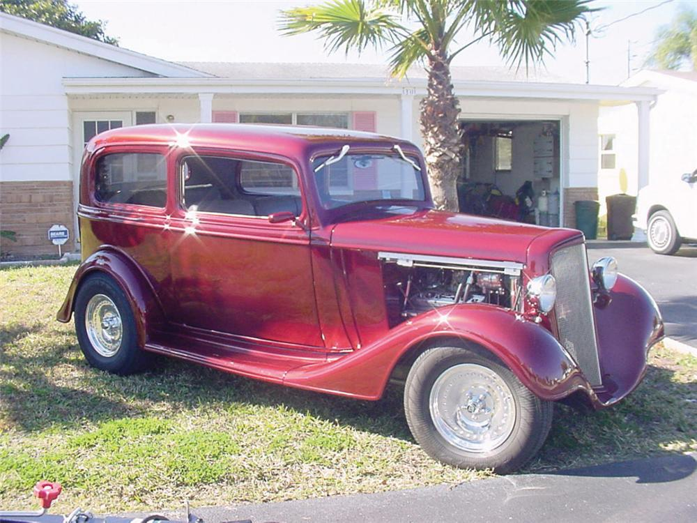 1935 chevrolet custom 2 door sedan 20587