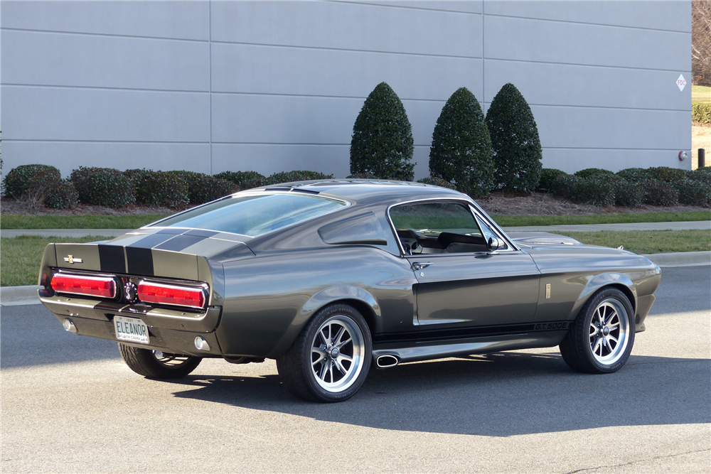 1968 FORD MUSTANG CUSTOM FASTBACK - Rear 3/4 - 205900