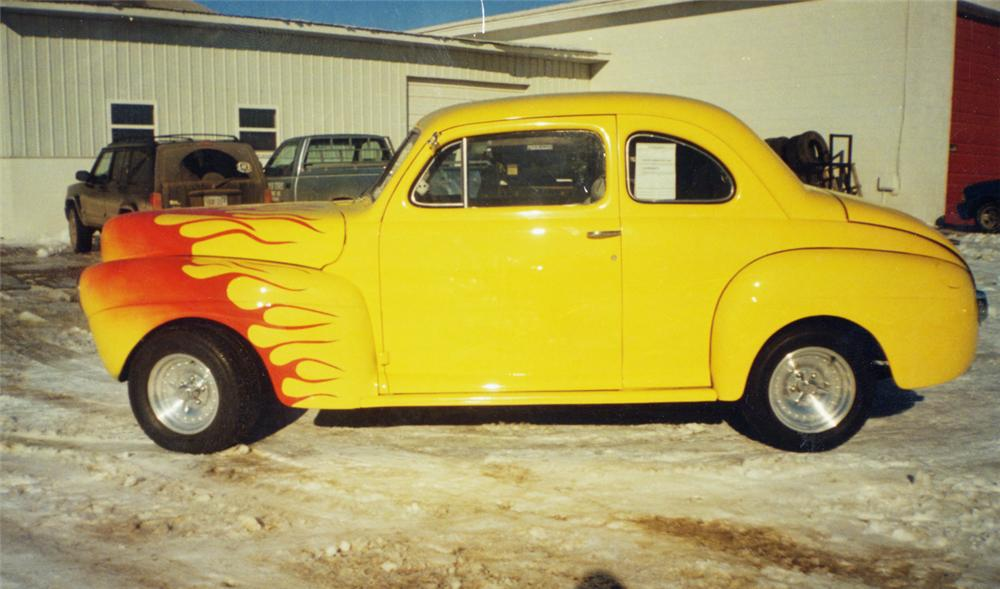 1941 FORD 2 DOOR COUPE - Front 3/4 - 20601