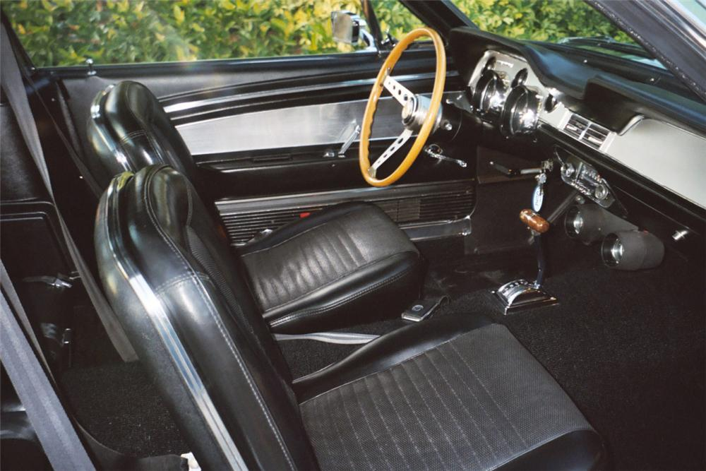1967 SHELBY GT500 FASTBACK - Interior - 20614