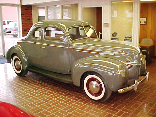 1939 FORD DELUXE 2 DOOR COUPE - Front 3/4 - 20618