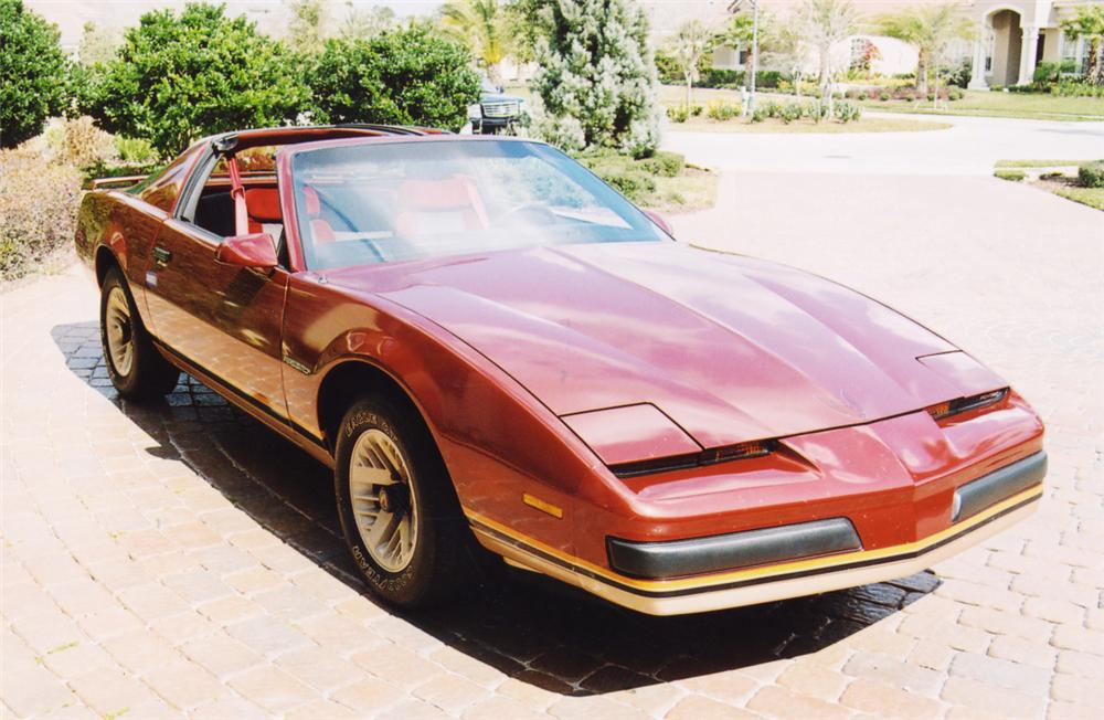 1986 PONTIAC FIREBIRD T-TOP COUPE - Front 3/4 - 20627