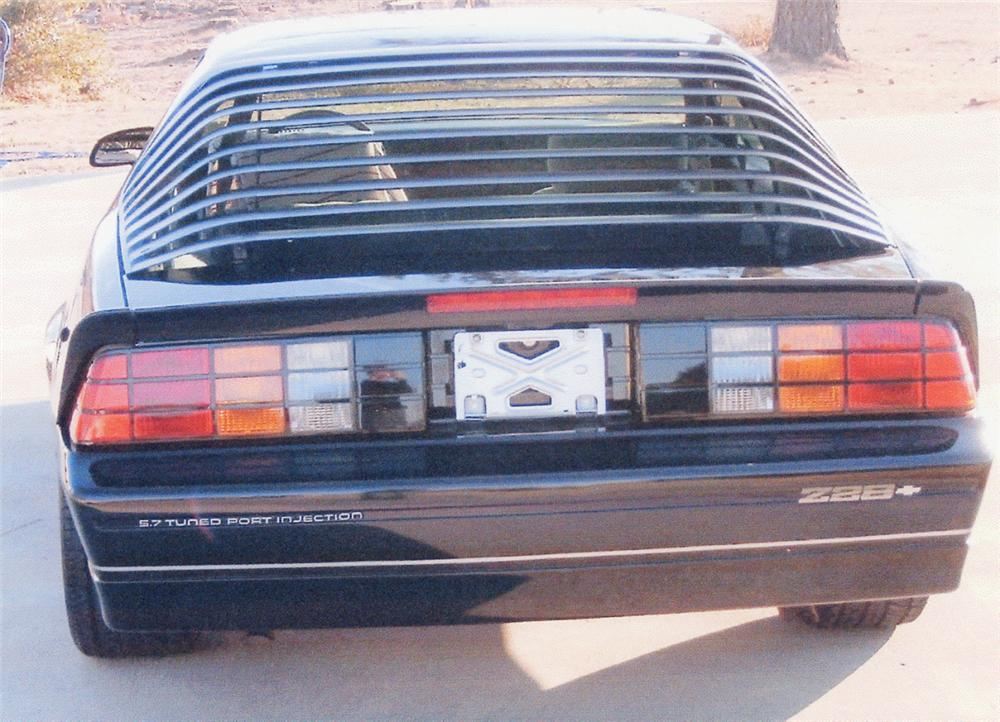 1987 CHEVROLET CAMARO IROC 2 DOOR - Rear 3/4 - 20676