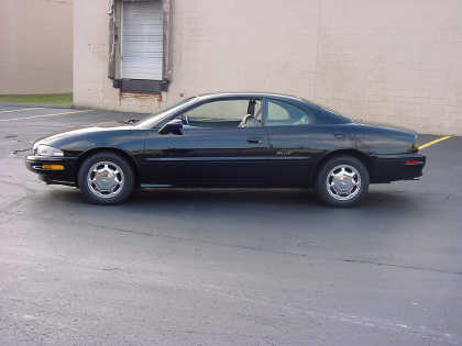 1998 BUICK RIVIERA WILDCAT SHOW CAR FROM - Front 3/4 - 20692