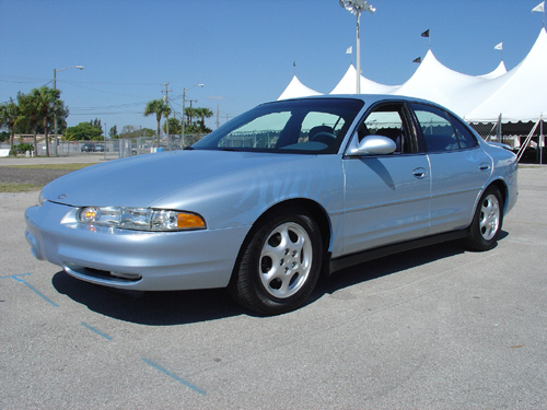 2001 OLDSMOBILE AURORA FROM GM COLLECTION - Front 3/4 - 20702