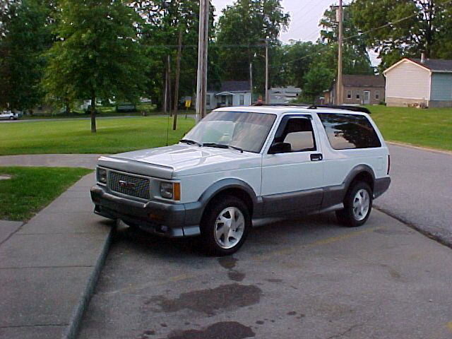 1992 GMC TYPHOON CARRYALL - Front 3/4 - 20716