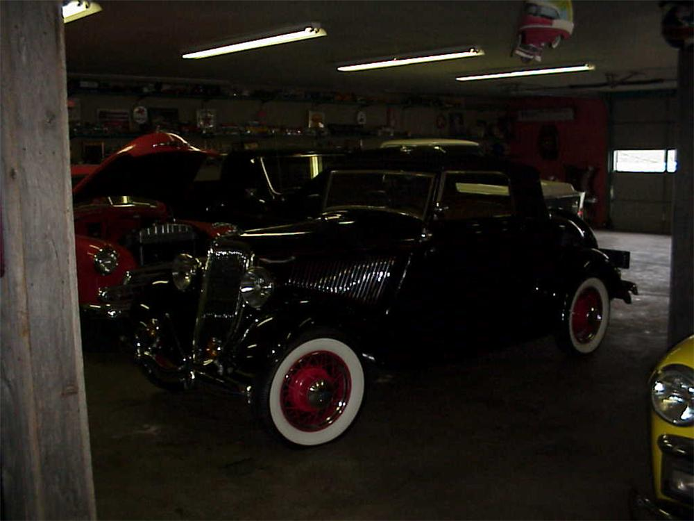 1934 FORD 2 DOOR RUMBLE SEAT ROADSTER - Side Profile - 20729
