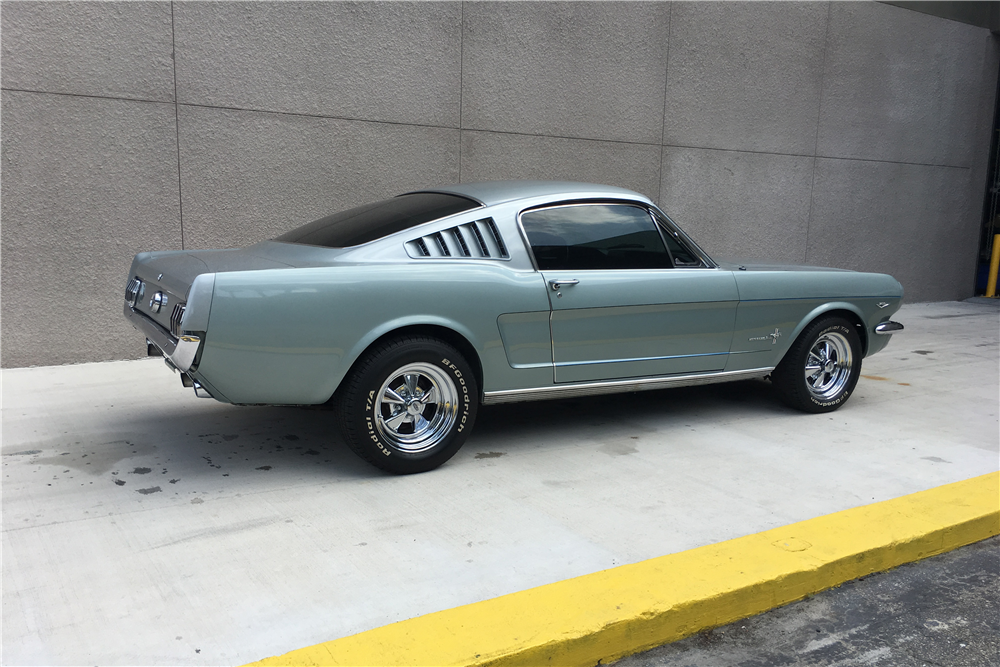 1965 FORD MUSTANG FASTBACK - Rear 3/4 - 207424