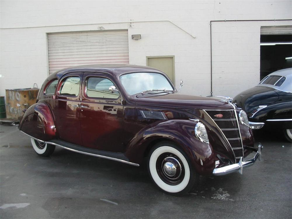1937 LINCOLN ZEPHYR 4 DOOR SEDAN - Front 3/4 - 20842
