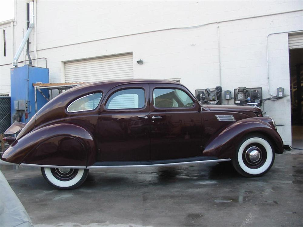1937 LINCOLN ZEPHYR 4 DOOR SEDAN - Side Profile - 20842