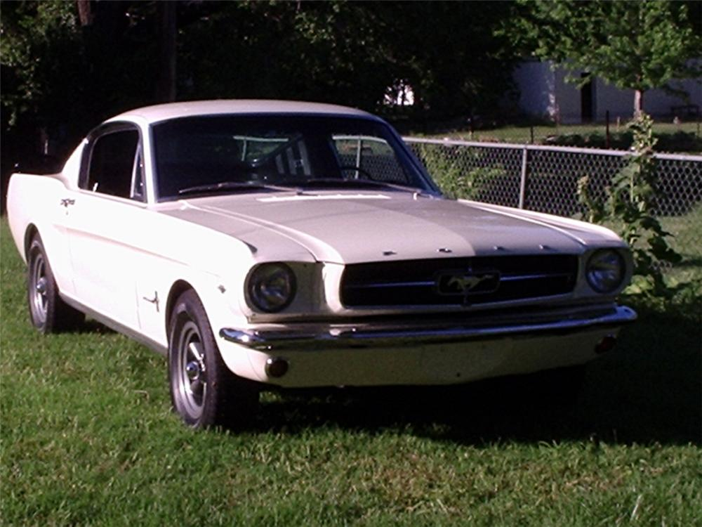 1965 FORD MUSTANG FASTBACK - Front 3/4 - 20848