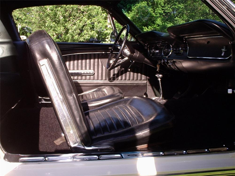 1965 FORD MUSTANG FASTBACK - Interior - 20848