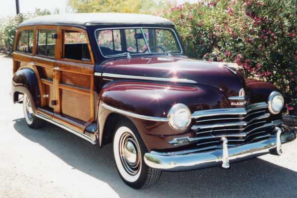 1948 PLYMOUTH P-15 DELUXE WOODIE WAGON - Front 3/4 - 21001