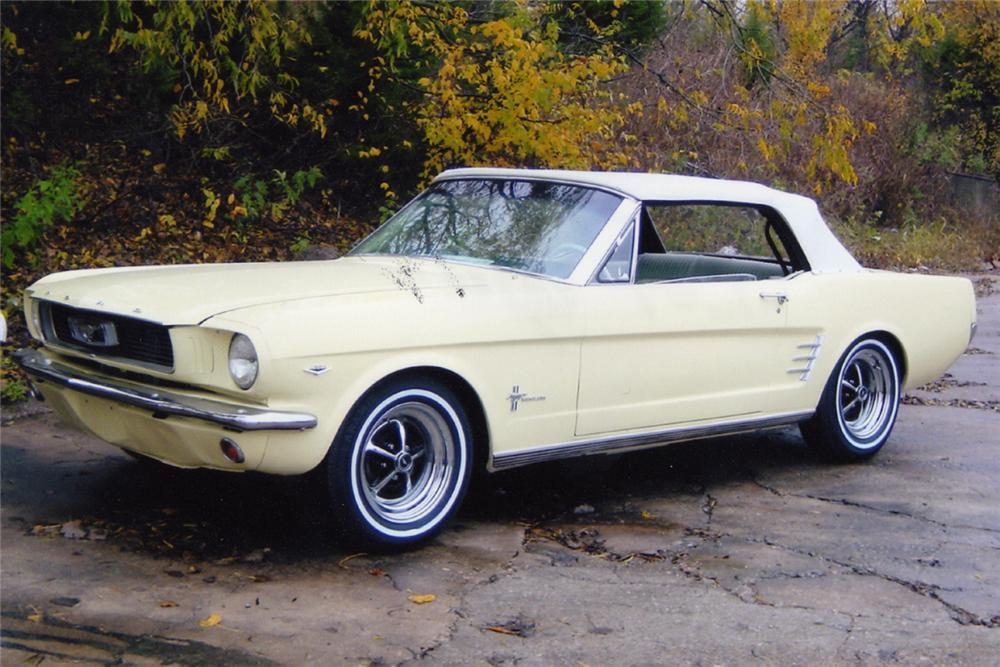 1966 FORD MUSTANG CONVERTIBLE - Front 3/4 - 21014
