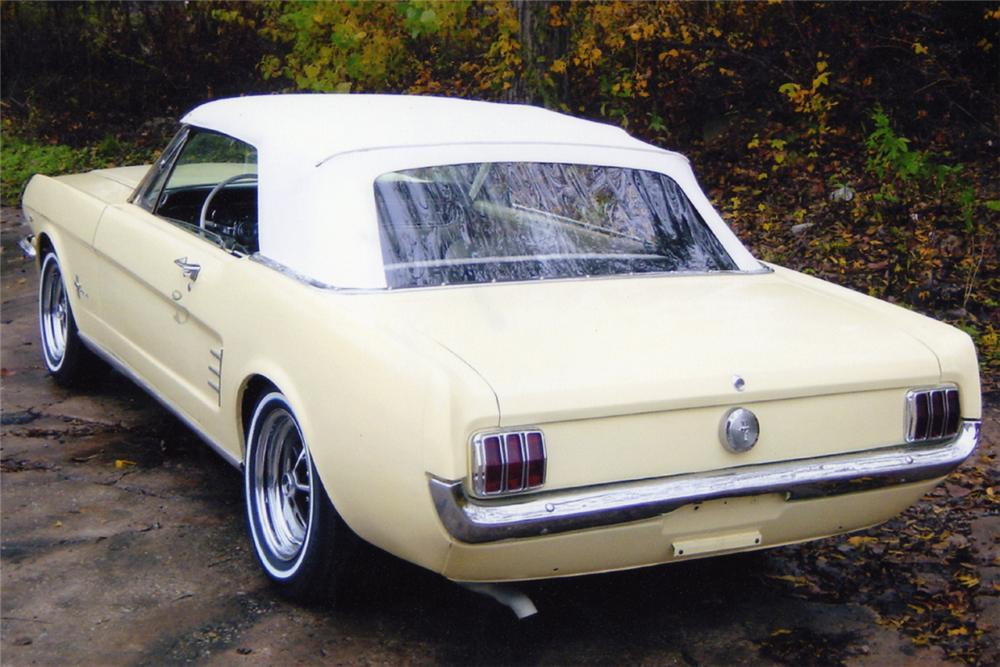 1966 FORD MUSTANG CONVERTIBLE - Rear 3/4 - 21014