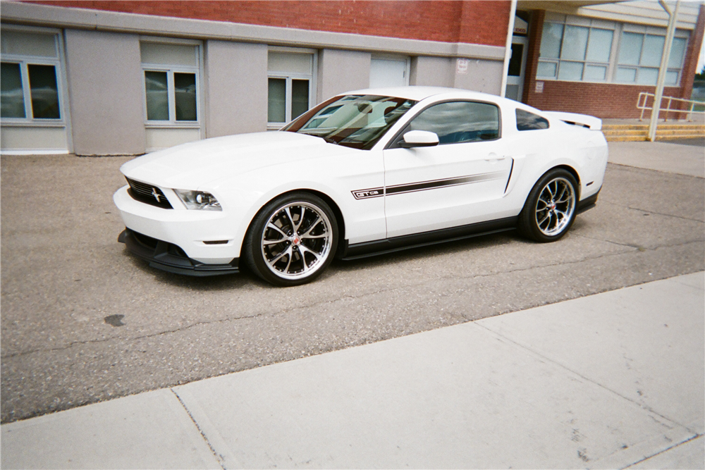 2011 FORD MUSTANG - Front 3/4 - 210145