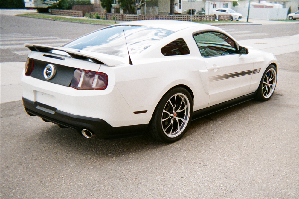 2011 FORD MUSTANG - Rear 3/4 - 210145