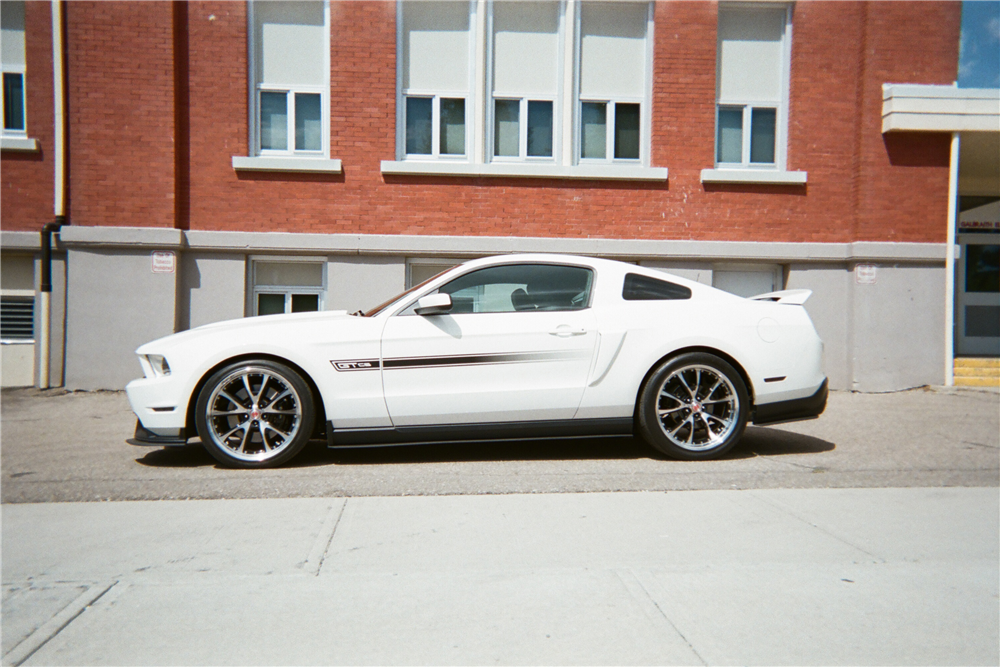 2011 FORD MUSTANG - Side Profile - 210145