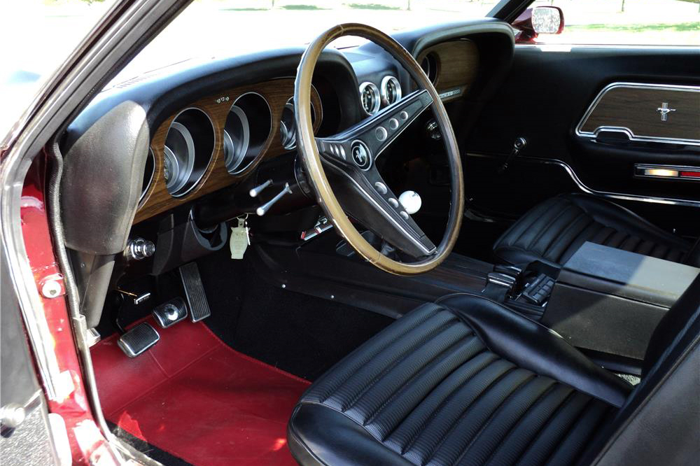 1969 FORD MUSTANG CUSTOM FASTBACK - Interior - 210214