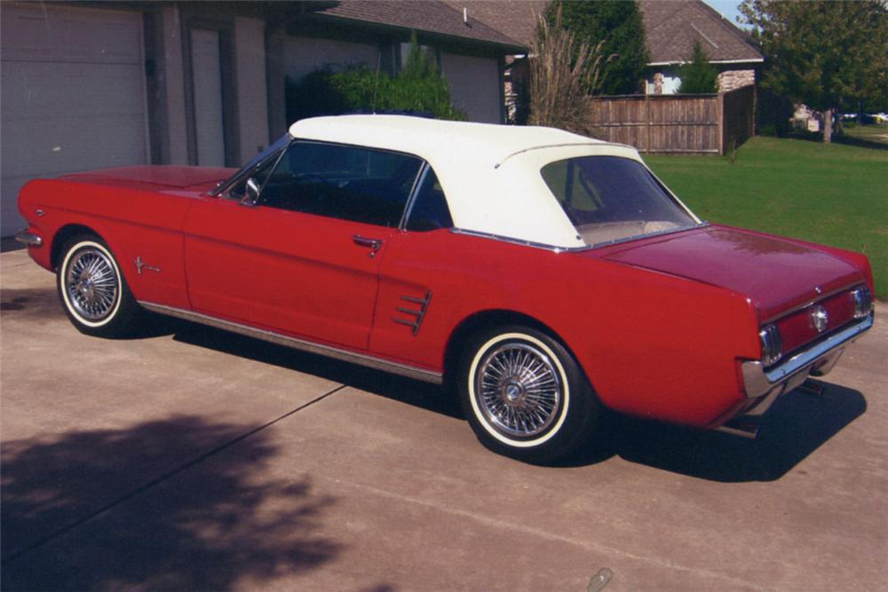1966 FORD MUSTANG CONVERTIBLE - Front 3/4 - 21092