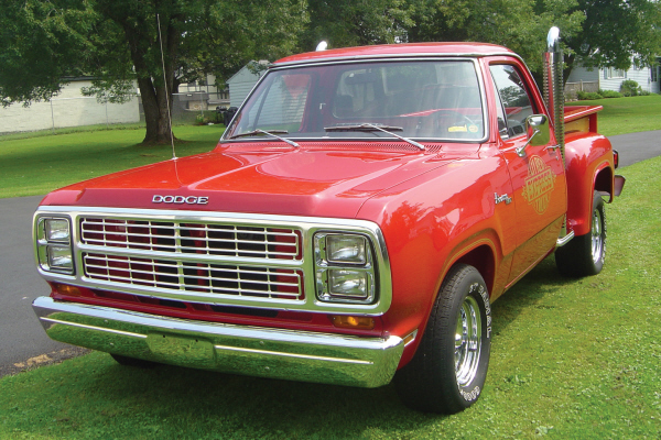 1979 DODGE LIL RED EXPRESS TRUCK - Front 3/4 - 21094