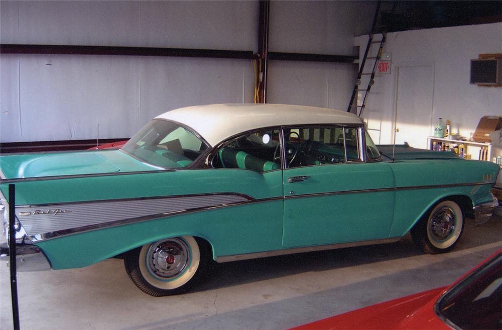 1957 CHEVROLET BEL AIR FI 2 DOOR HARDTOP - Front 3/4 - 21097