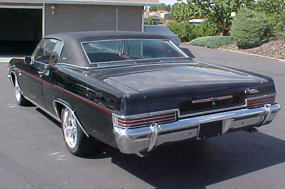 1966 CHEVROLET CAPRICE 2 DOOR HARDTOP - Rear 3/4 - 21111