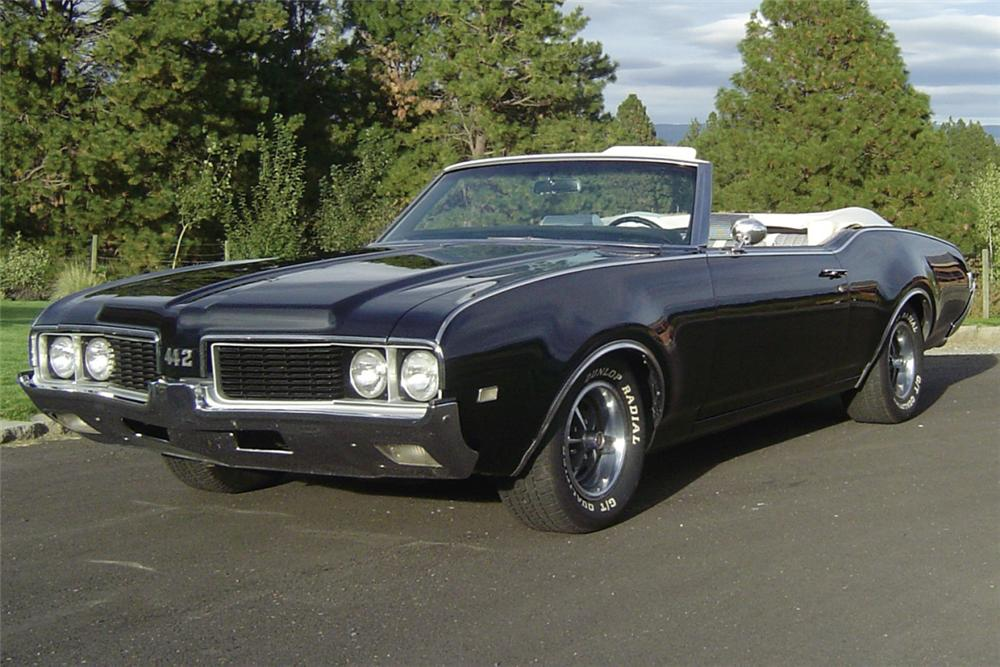 1969 OLDSMOBILE 442 CONVERTIBLE - Front 3/4 - 21115
