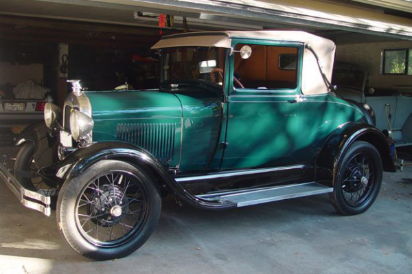 1928 FORD MODEL A SPORT COUPE - Front 3/4 - 21118