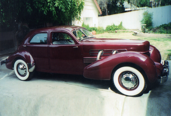 1937 CORD 812 WESTCHESTER SEDAN - Front 3/4 - 21126