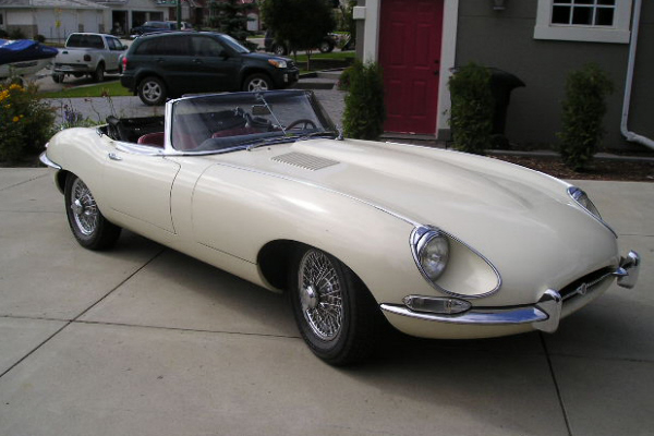 1968 JAGUAR XKE SERIES II ROADSTER - Front 3/4 - 21142