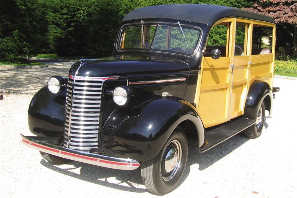1939 CHEVROLET WOODY WAGON - Front 3/4 - 21168