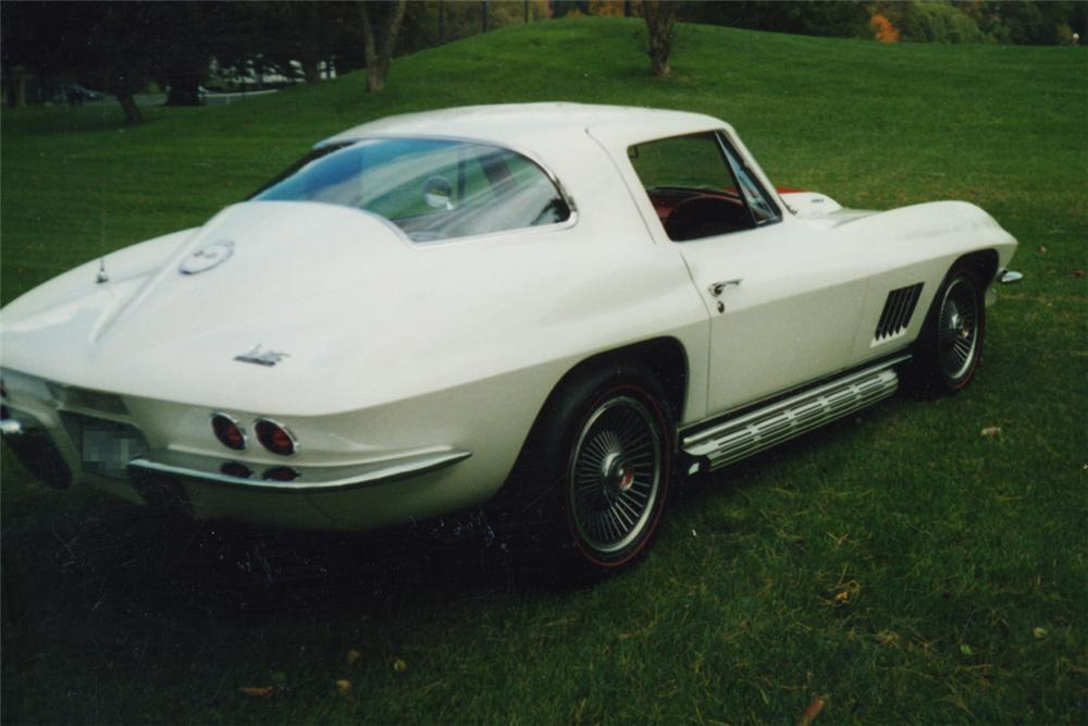 1967 CHEVROLET CORVETTE 427/390 COUPE - Rear 3/4 - 21193