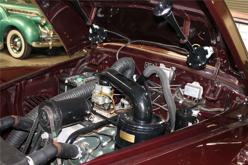 1947 LINCOLN CONTINENTAL CABRIOLET - Engine - 212117