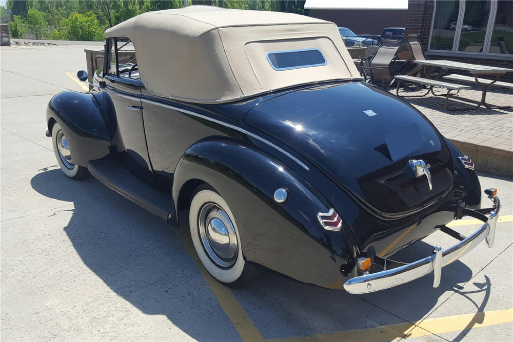 1940 FORD DELUXE CONVERTIBLE - Rear 3/4 - 212190