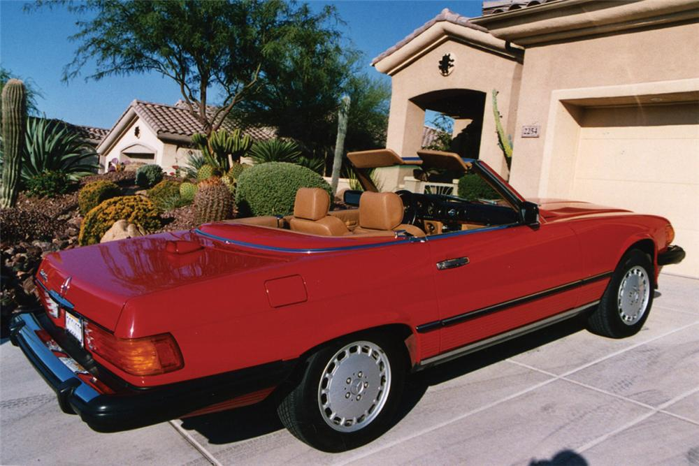 1986 MERCEDES-BENZ 560SL CONVERTIBLE - Front 3/4 - 21237