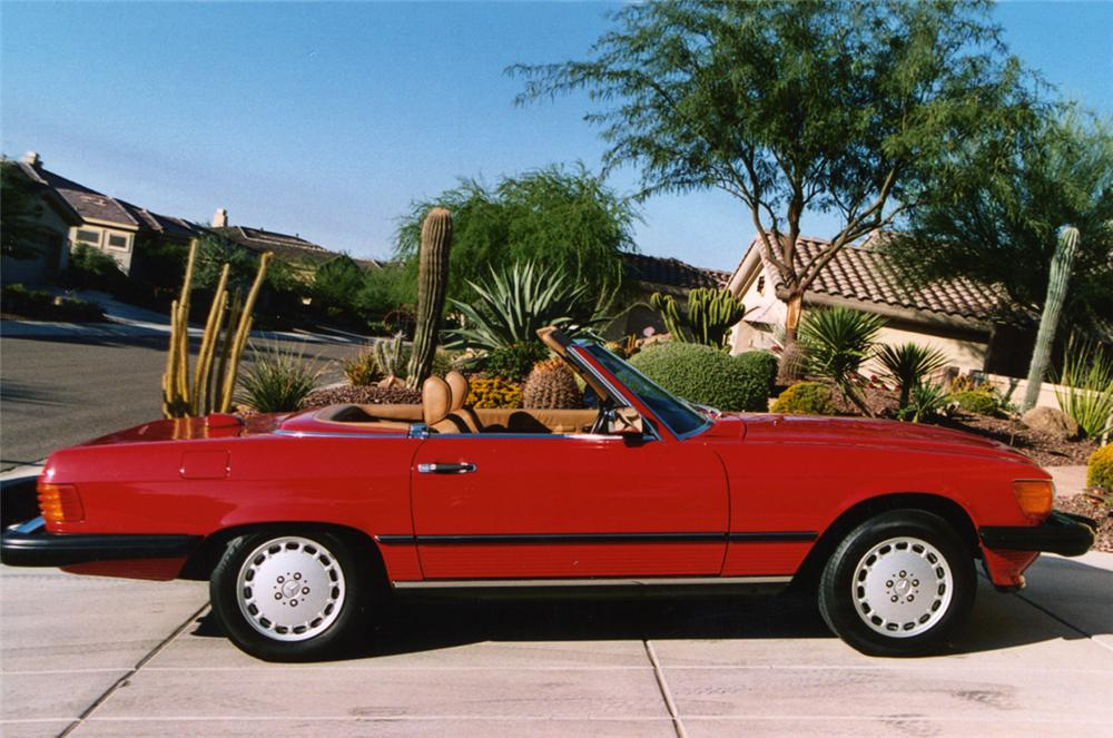 1986 MERCEDES-BENZ 560SL CONVERTIBLE - Side Profile - 21237